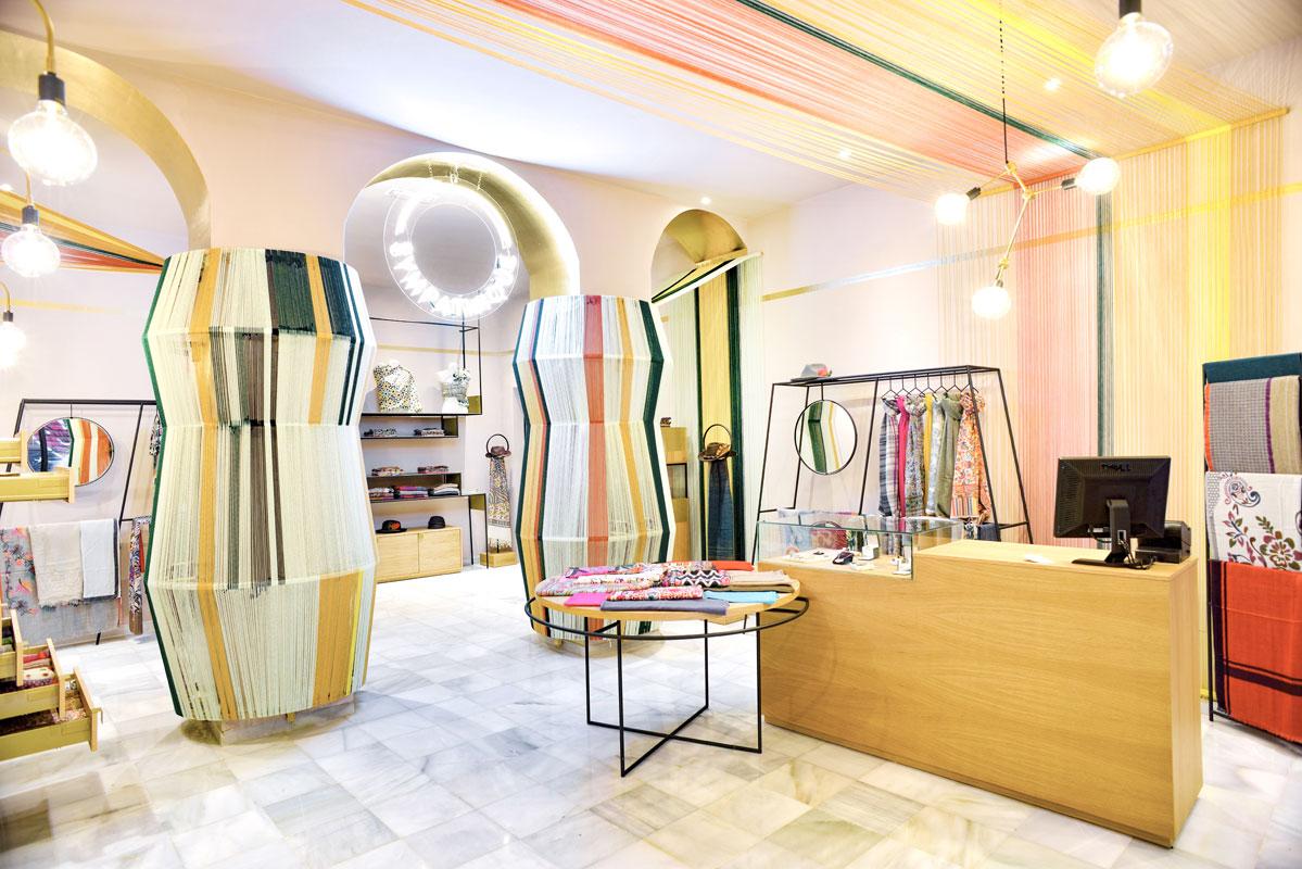 On dise o proyectos tienda de pashimas y complementos for Arquitecta de interiores